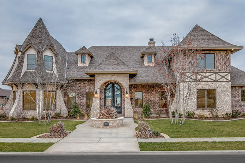 Home in Lubbock's Oakmont Estates By Sharkey Custom Homes