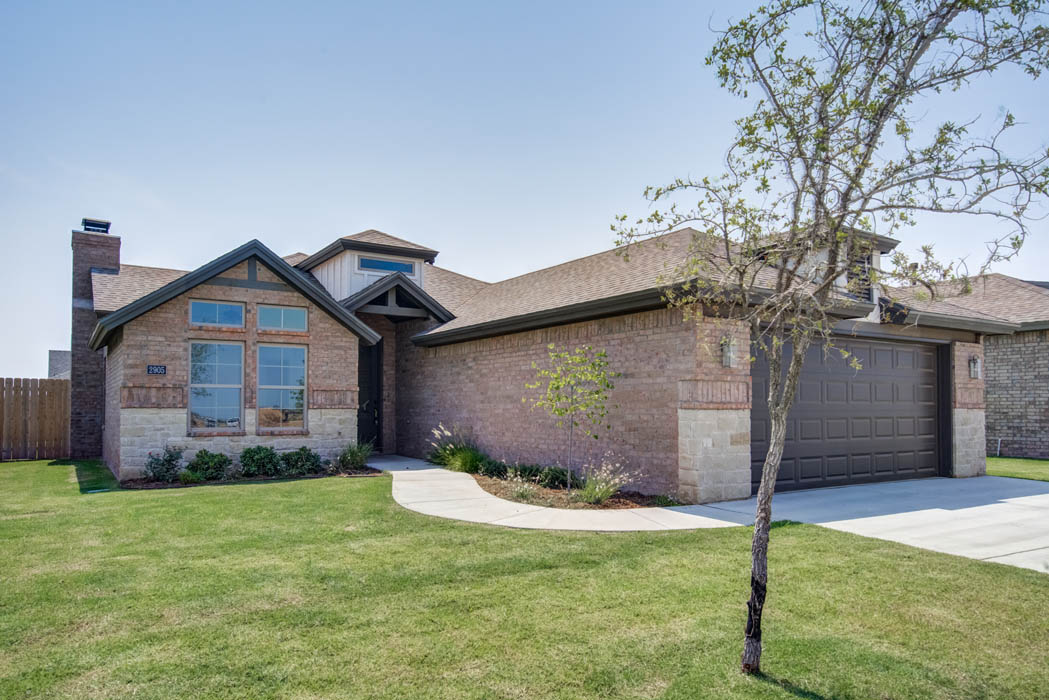 Exterior of beautiful new home for sale in Lubbock, Texas by Sharkey Custom Homes.
